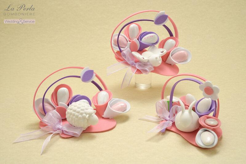 Gessetto profumato made in Italy, a forma di Baby Coniglietto, Farfalla e Pecorella. Confetti incelofanati bianchi e rosa personalizzati col nome del bebè.