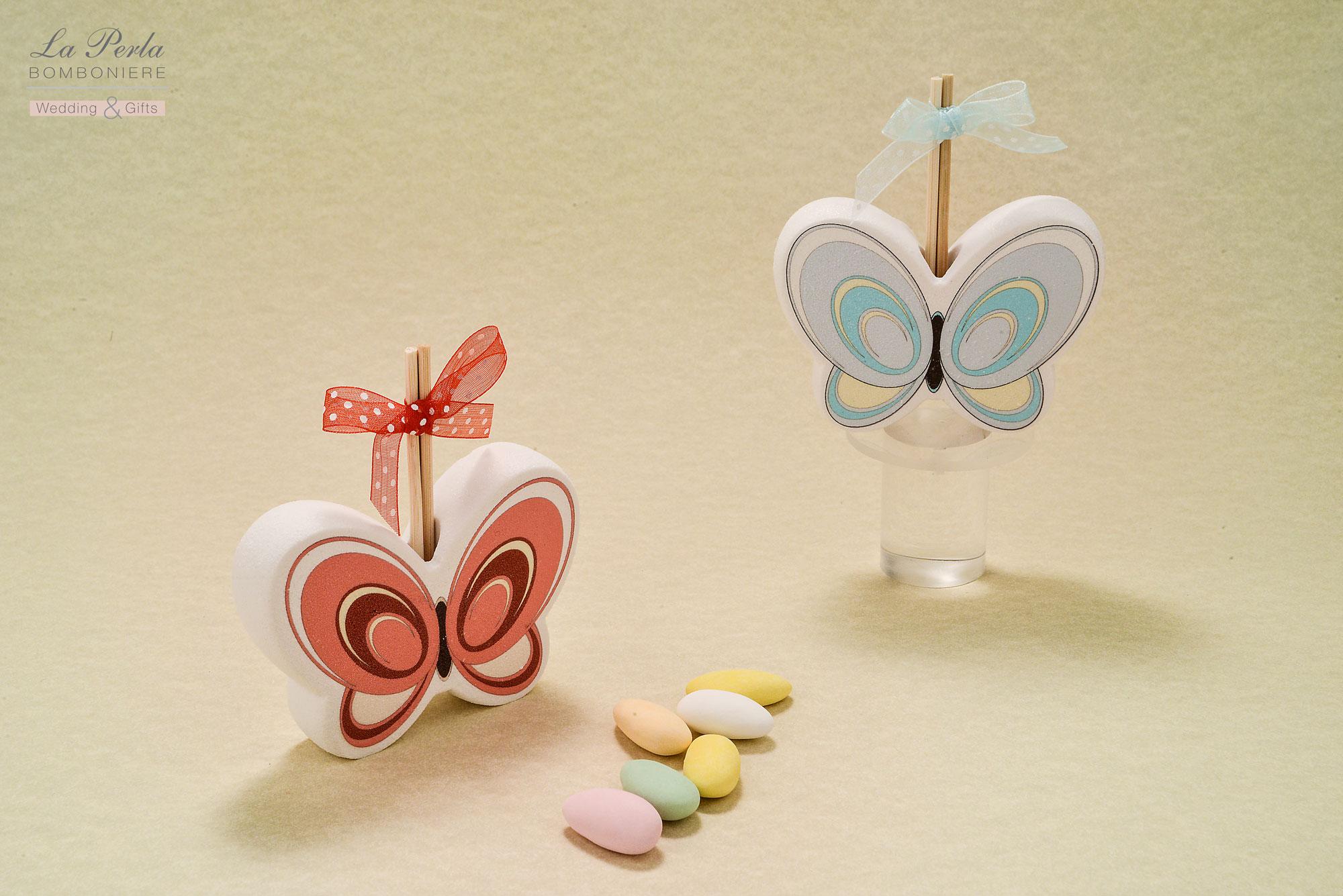 Farfalle colorate come Profumatore per ambiente, in polvere di marmo di Carrara ricomposto. Colori che richiamano la bellezza e vivacità di un prato fiorito. Made in Italy.