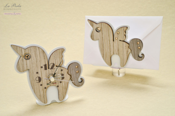 Orologio e Portadocumenti o posta a forma di Unicorno, in metallo e legno intagliati al laser. Made in Italy.