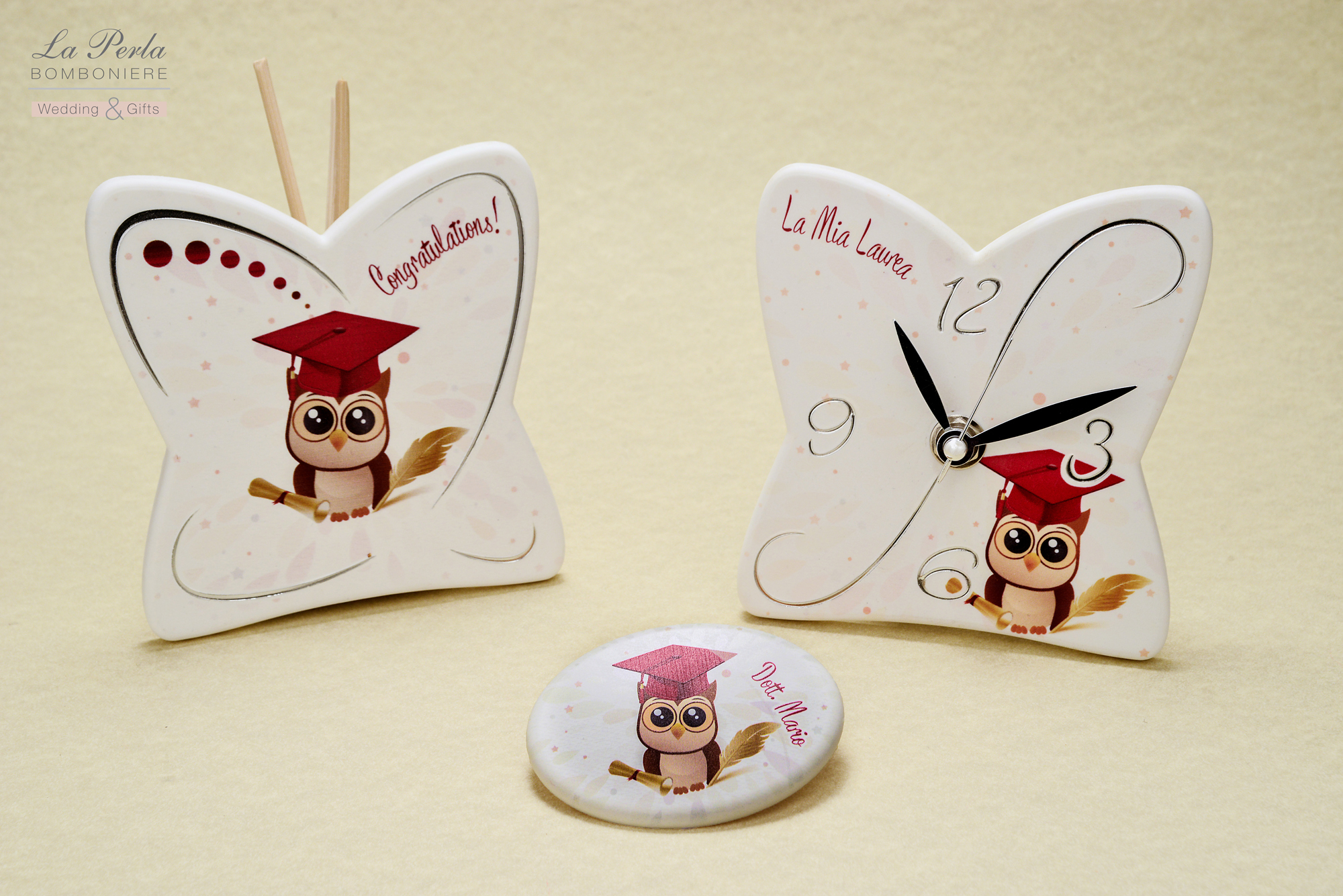 Orologio, profumatore e magnete in resina made in Italy, con possibilità di personalizzare La Mia Laurea con Facoltà e nome del laureato.