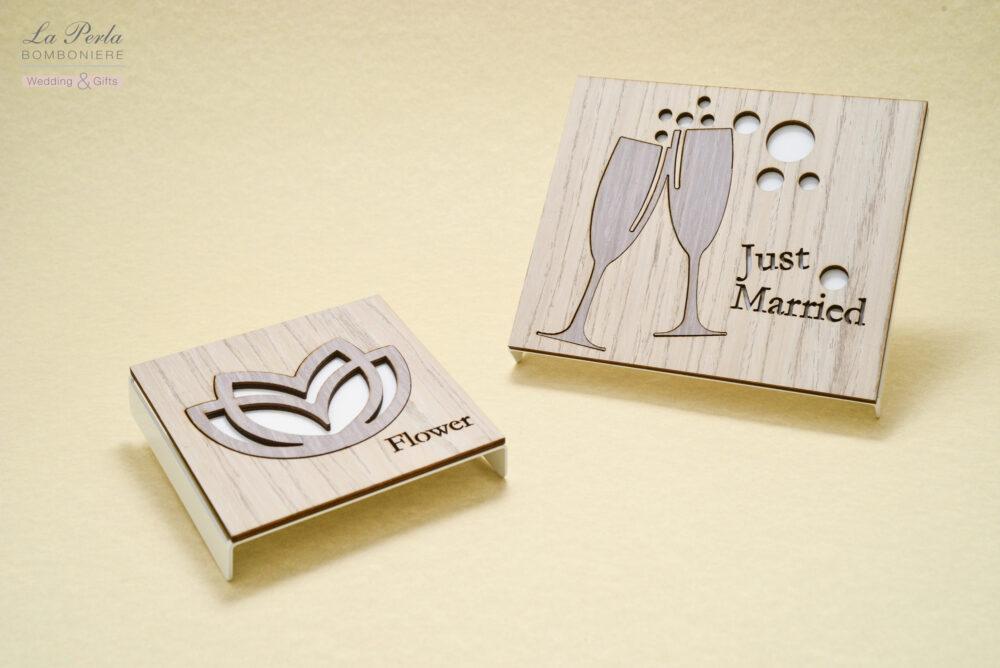 """Sottopentola """"Just Married"""" e Fior di Loto dalle 1000 sfumature, in metallo e legno intagliati al laser, tutto made in Italy."""