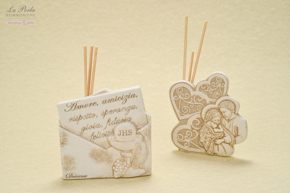 Profumatori in polvere di marmo di Carrara ricomposto, proposti come icona a cuore con S. Famiglia e Calice, simbolo della Prima Comunione .