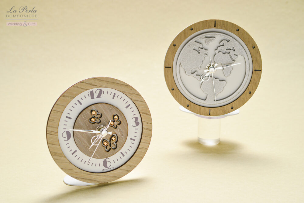 Orologio Mappamondo e Orologio Farfalle in metallo e legno intagliati al laser dal design e realizzazione rigorosamente made in Italy.