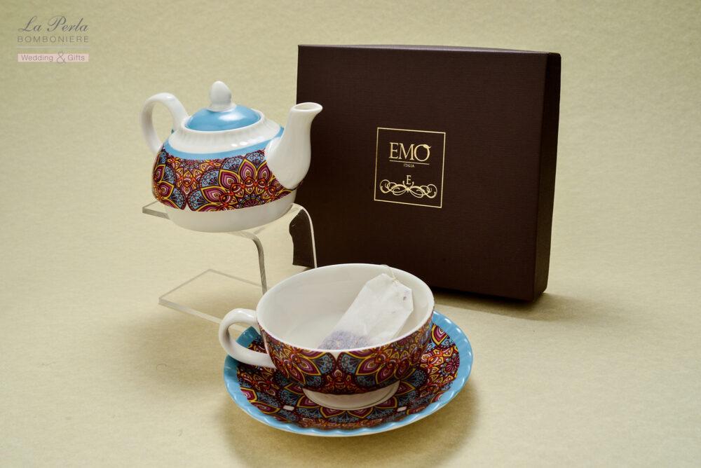 Teiera e tazzina firmate EMO', in fine porcellana . La nuova Art collection, dalle sfilate di moda di Mlano al tea for one by EMO'. Tutto made in Italy.