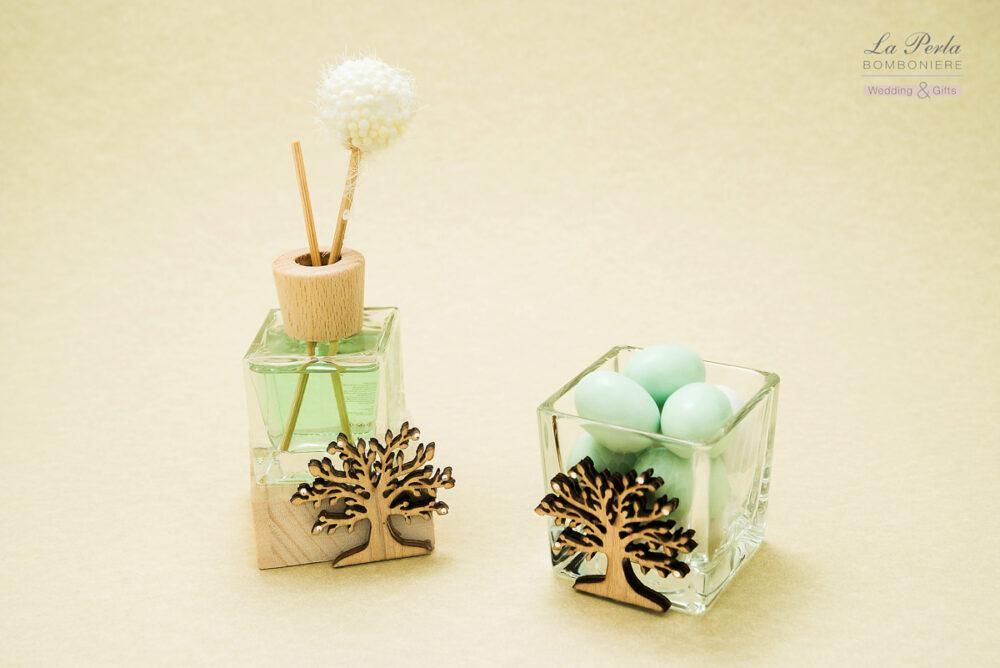 Cubo vetro porta bon bon con albero della Vita in legno e Profumatore con albero della vita in legno intagliato al laser con fragranza al Tè Verde.