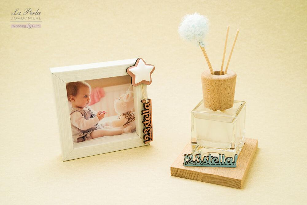 Portafoto in legno bianco con stella profumata e Profumatore per ambiente con decoro 123stella. Il decoro è personalizzabile col nome dei vostri bimbi.