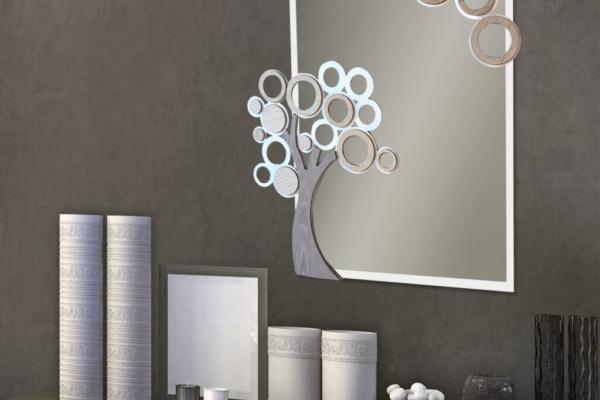 Specchio LIFE in vetro, metallo e legno intagliati al laser. Cm. 66 x 77. Made in Italy con possibilità di personalizzare il colore.