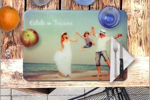 Tovaglietta in plexiglass da personalizzare con un'immagine a vostra scelta. Cm. 49 x 33. Made in Italy.